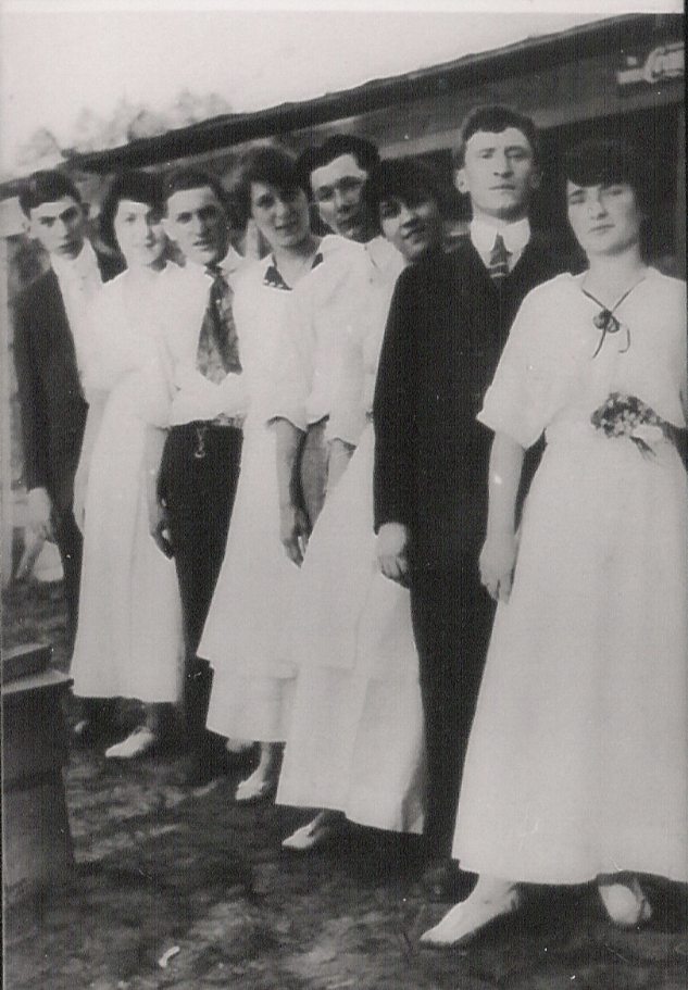 Jewish young people, 1915