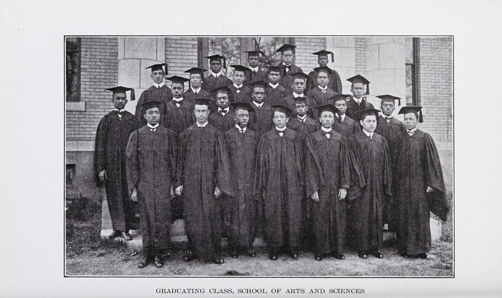 Picture of College of Arts and Sciences graduates.
